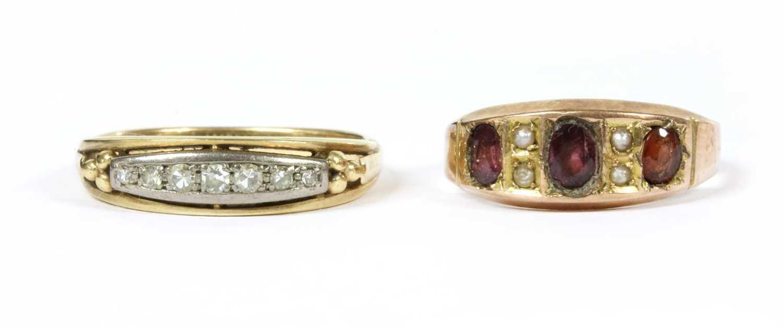 A gold seven stone diamond ring,
