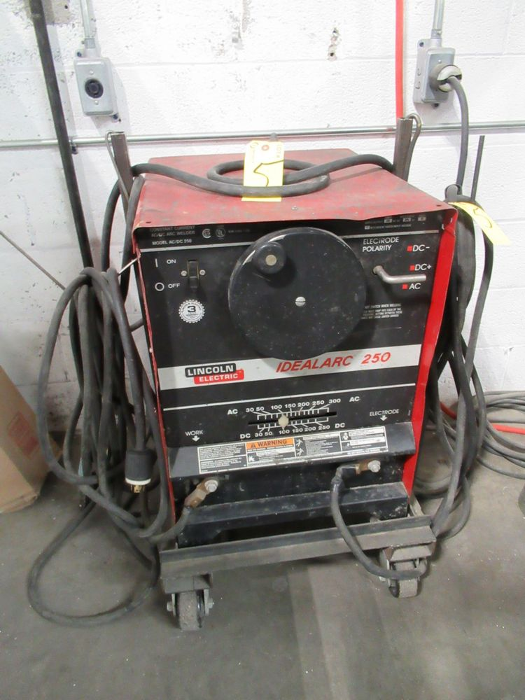 LINCOLN ELECTRIC IDEALARC 250 STICK WELDER, S/N C1000200386 - Image 2 of 5
