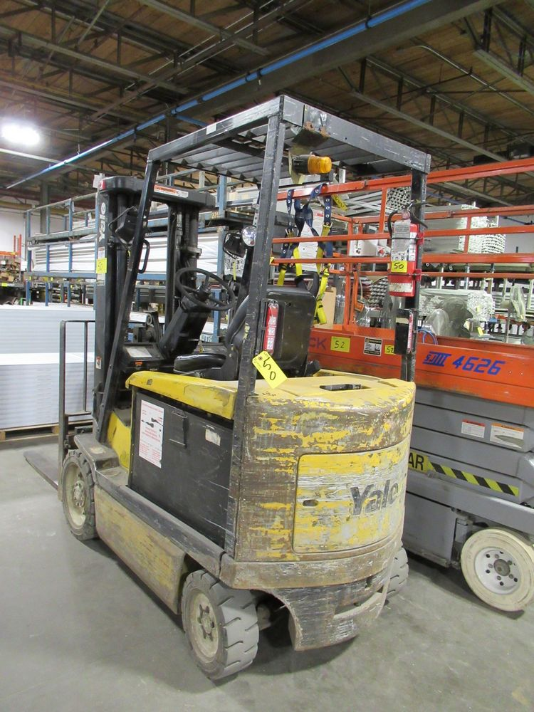 YALE ERC050RGN48TE084 ELECTRIC FORKLIFT, 5,000LB CAP., 3-STAGE MAST, SIDE SHIFT, S/N E108V12514X, - Image 3 of 8