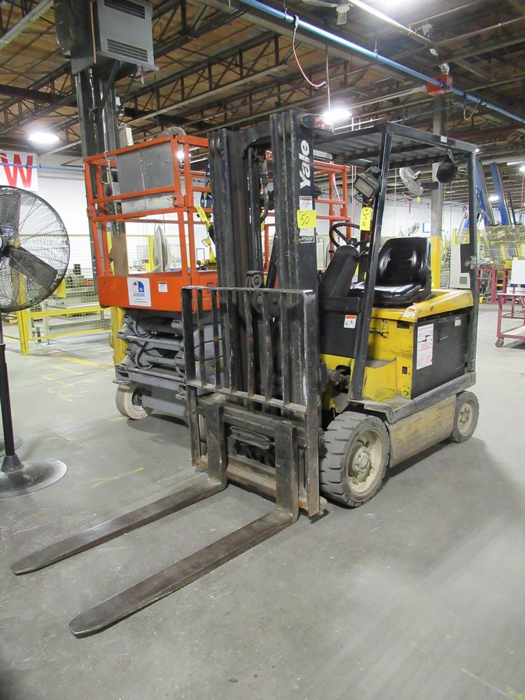 YALE ERC050RGN48TE084 ELECTRIC FORKLIFT, 5,000LB CAP., 3-STAGE MAST, SIDE SHIFT, S/N E108V12514X, - Image 2 of 8