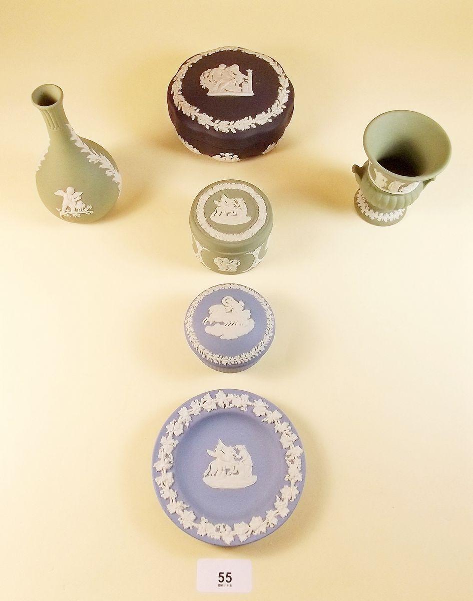 Lot 55 - Six items of Wedgwood Jasperware