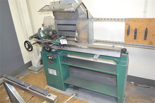 Grizzly model G1495 heavy duty wood lathe without suction spout