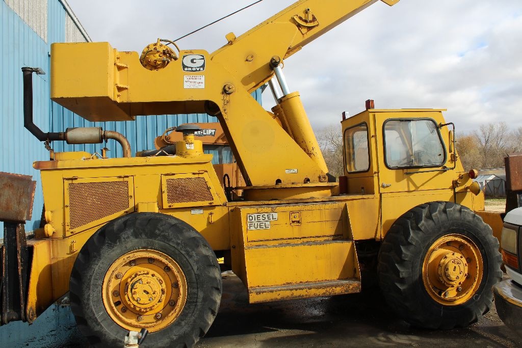 Grove crane, model RT58/58A, sn 21517, hrs. on meter 4,956, rubber tire, outriggers, diesel power, - Image 6 of 9