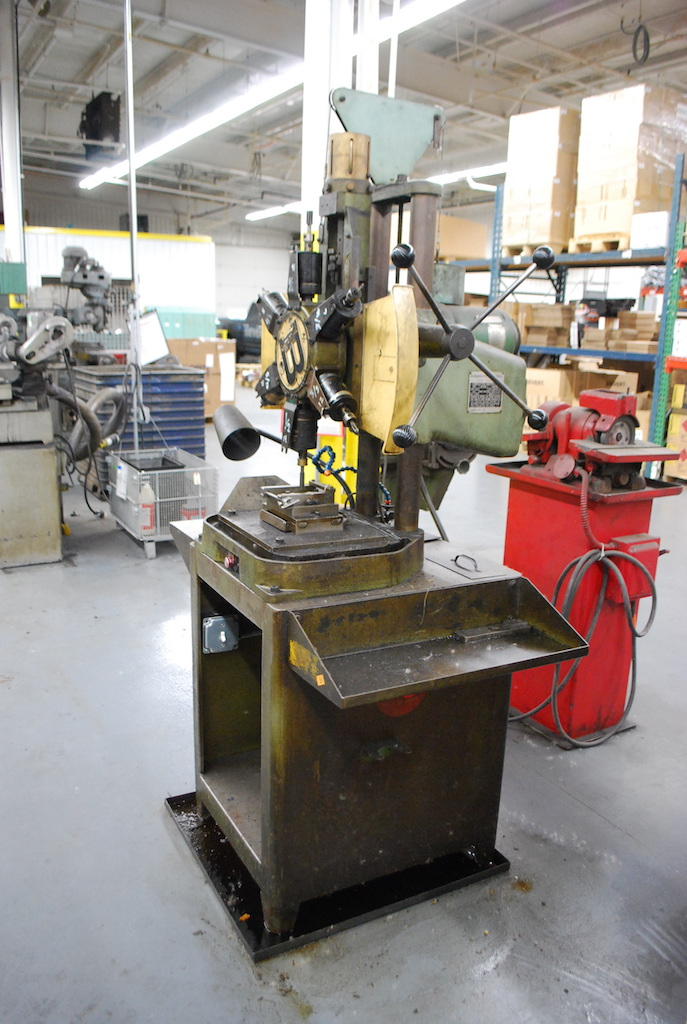 Lot 11 - BURGMASTER HOUDAILLE 6-SPINDLE TURRET TYPE MILLING & DRILLING MACHINE: S/N 4192; 1.5HP; 1725-3450