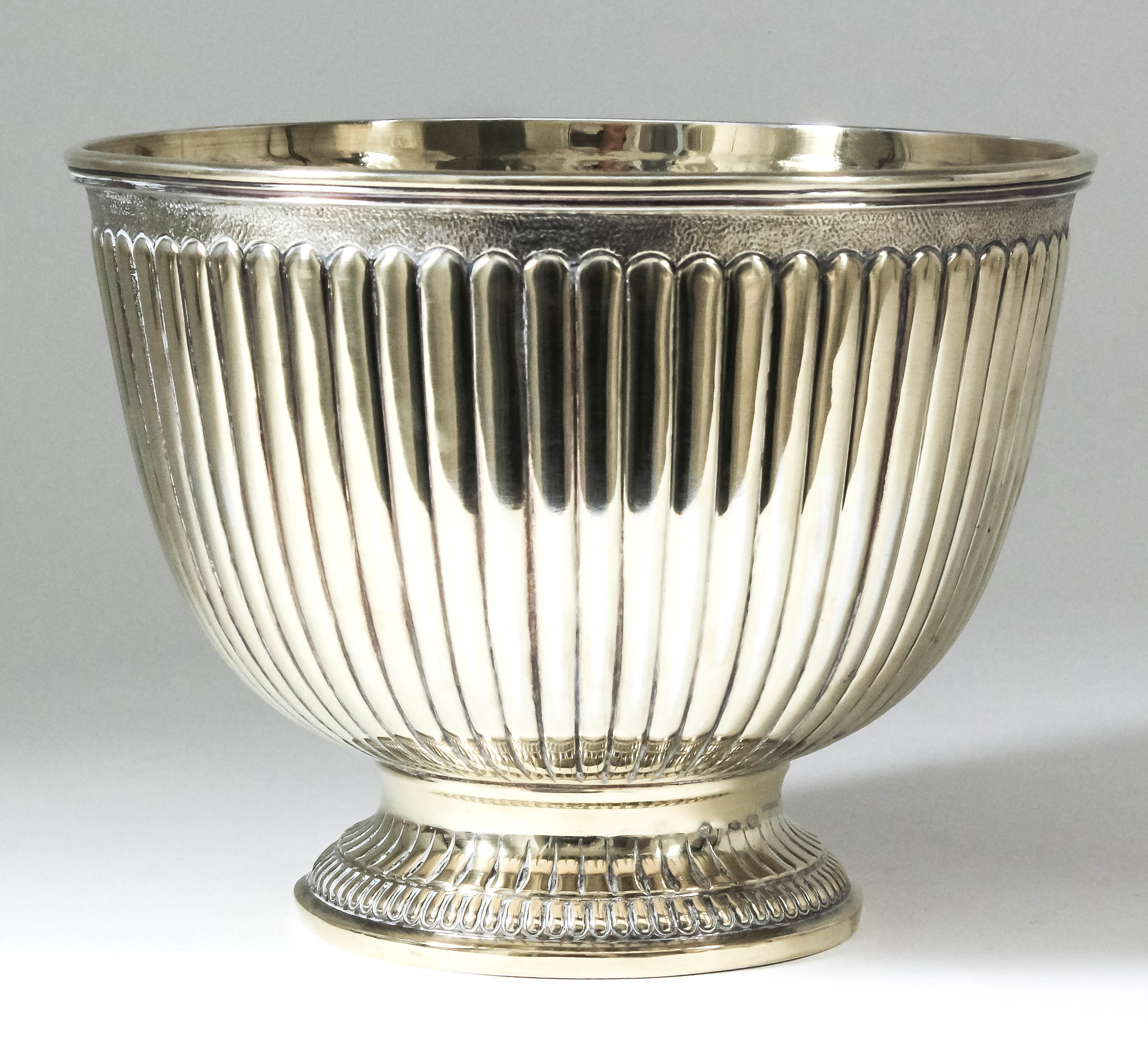 Lot 64 - A 20th Century Italian silver gilt circular rose bowl with moulded rim and reeded body, on moulded