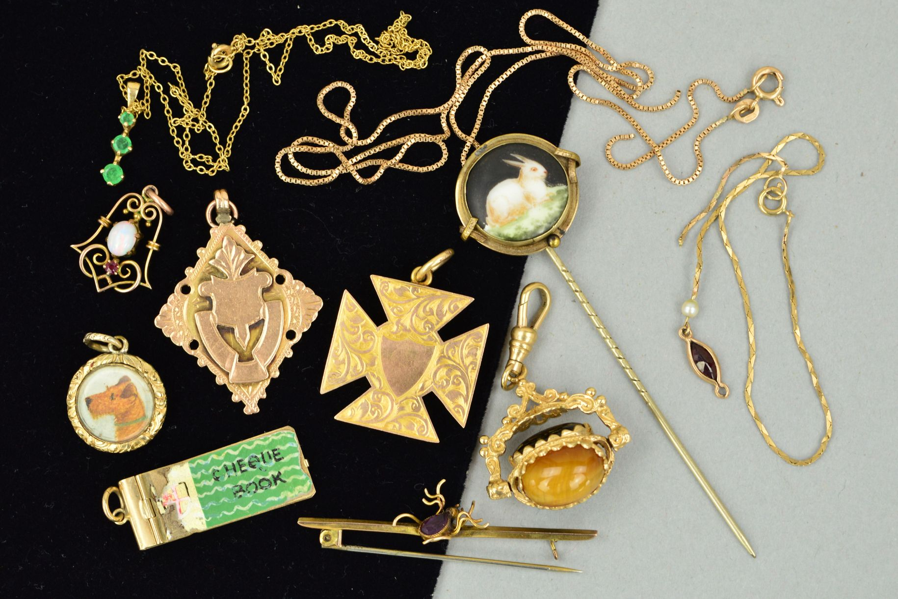Lot 55 - A MISCELLANEOUS JEWELLERY COLLECTION to include a 9ct gold Maltese cross pendant, a modern 9ct
