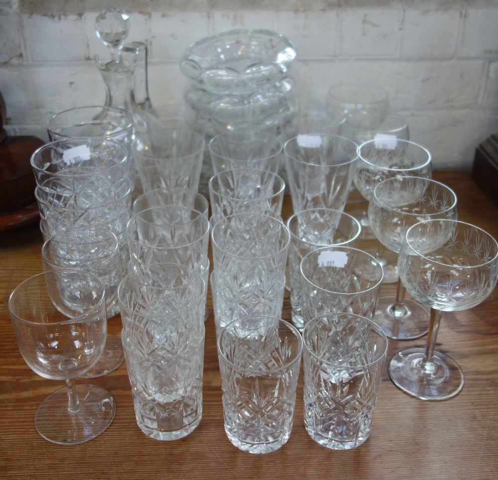 Lot 29 - A COLLECTION OF GLASSWARE