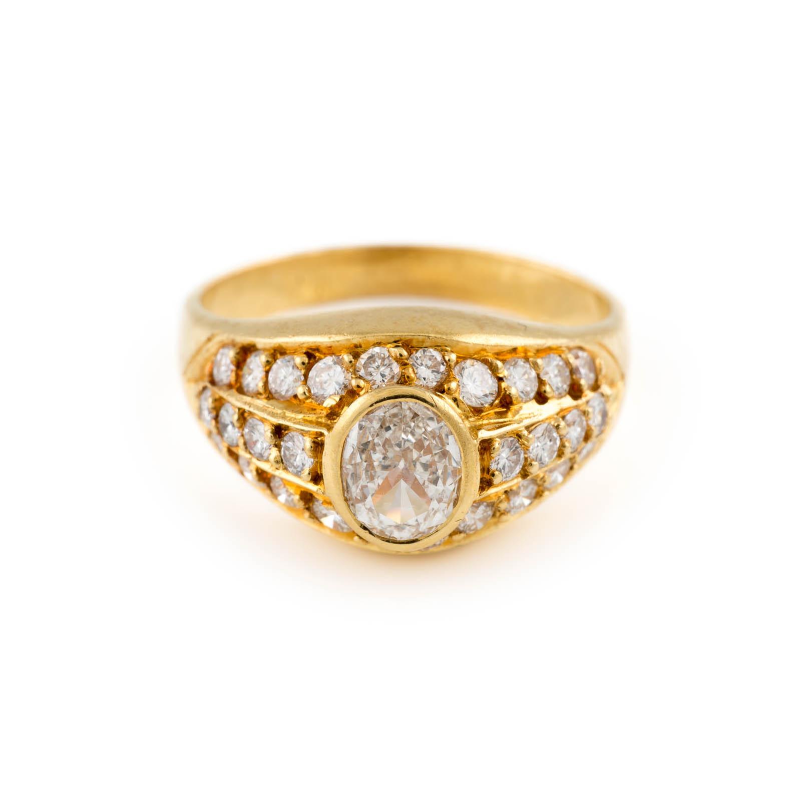 DIAMANT-RING Gelbgold. Ringmaß ca. 53, Ges.-Gew. ca. 5,3 g. Geprüft 18 K. Ein ovaler Diamant im