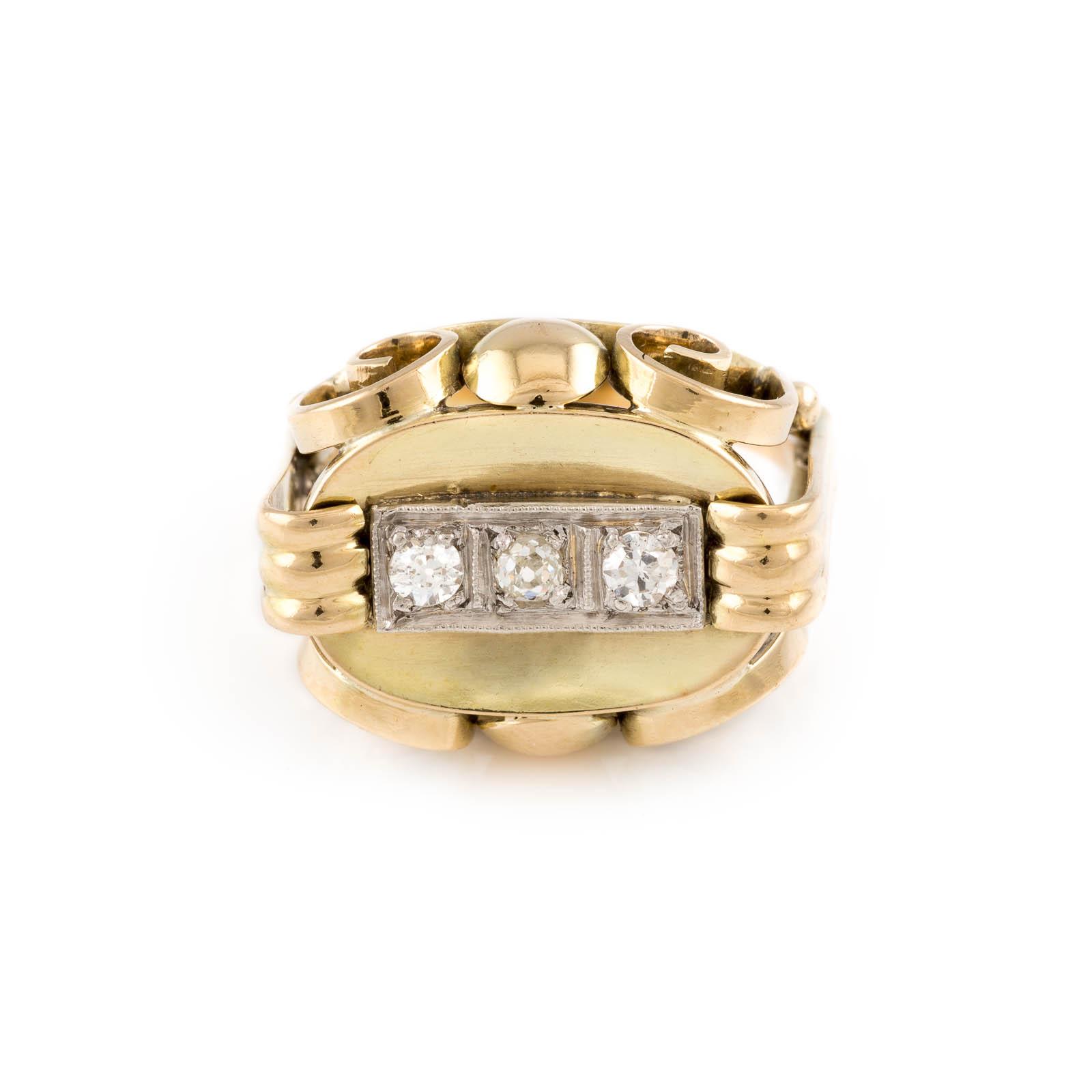 DIAMANT-RING Gelbgold. Ringmaß ca. 55, Ges.-Gew. ca. 6,9 g. Gest. 585. Drei Diamanten im 8/8- und