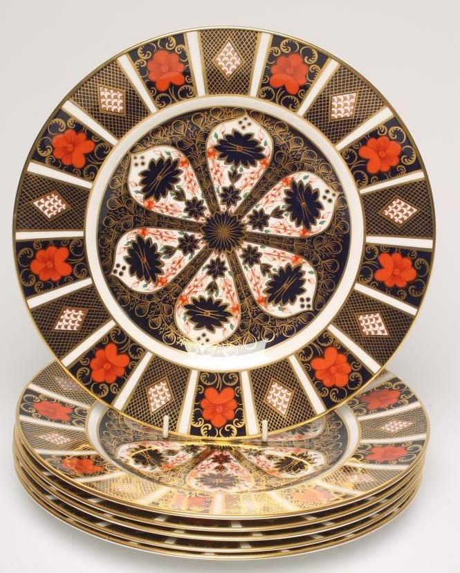 Lot 44 - A SET OF SIX ROYAL CROWN DERBY CHINA DINNER PLATES, modern, painted with Imari pattern No.1128,