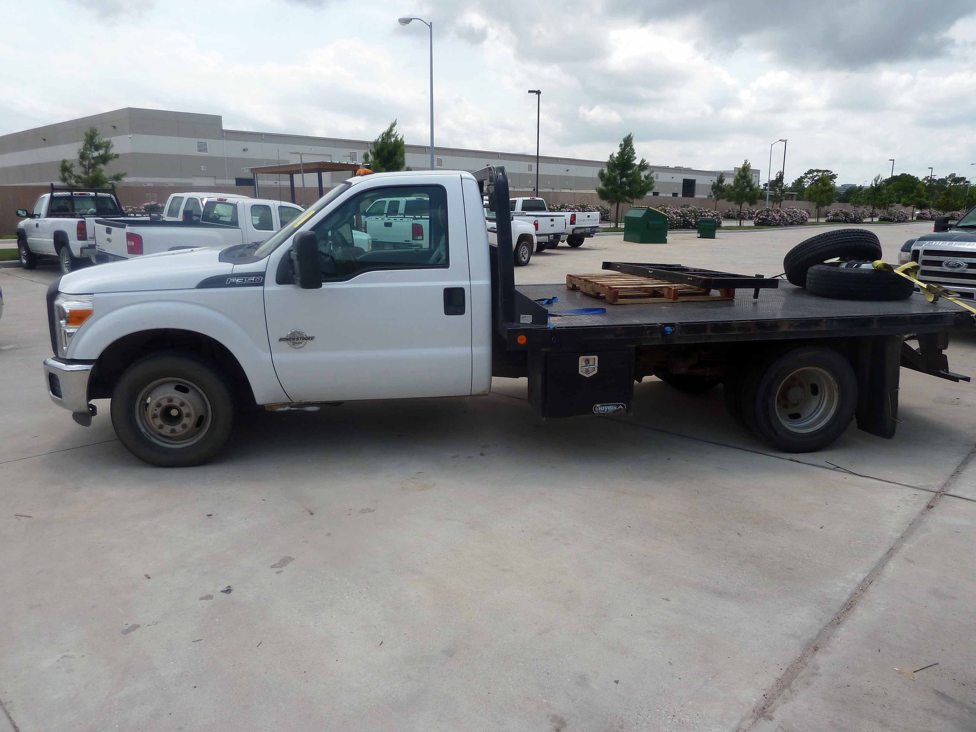 FLATBED TRUCK FORD F350 new 2011 sel engine 12 flatbed