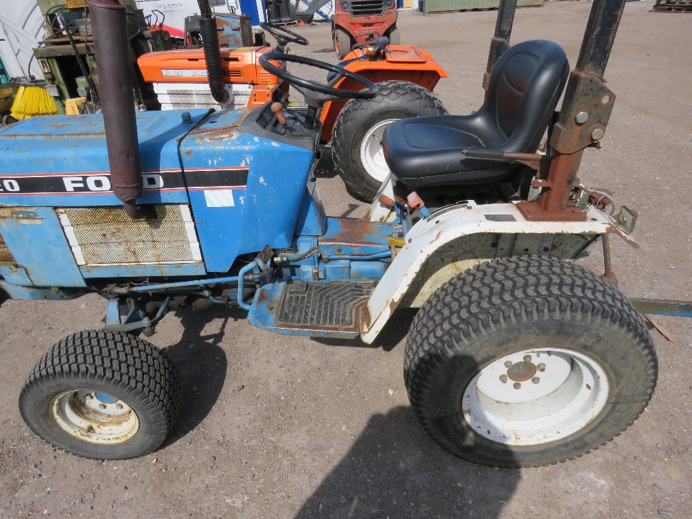 FORD 1220 4WD COMPACT TRACTOR WITH REAR LINKAGE HYDROSTATIC DRIVE - Image 2 of 5