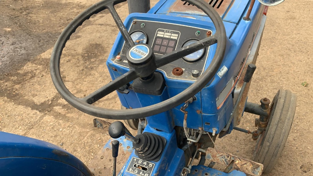 ISEKI TU1700 COMPACT TRACTOR, 2WD, RECENT REAR TYRE REPLACEMENT. VENDOR'S NOTES: THIS IS NOT A NEW - Image 4 of 4