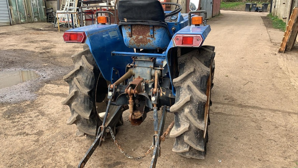 ISEKI TU1700 COMPACT TRACTOR, 2WD, RECENT REAR TYRE REPLACEMENT. VENDOR'S NOTES: THIS IS NOT A NEW - Image 3 of 4