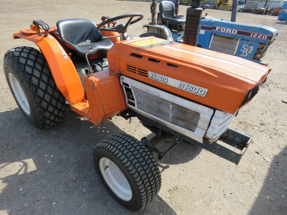 KUBOTA B1600 4WD COMPACT TRACTOR ON GRASS TYRES WITH REAR LINKAGE, NO VAT ON HAMMER PRICE - Image 4 of 6