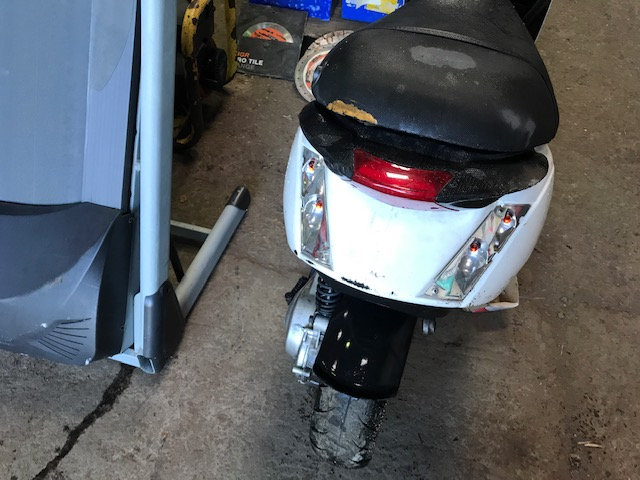 piaggio scooter for parts..incomplete...not registered..parts missing - Image 3 of 7