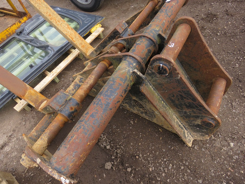 Set of Keen excavator-mounted pallet forks, yr2014, on 65mm pins, untested - Image 4 of 5