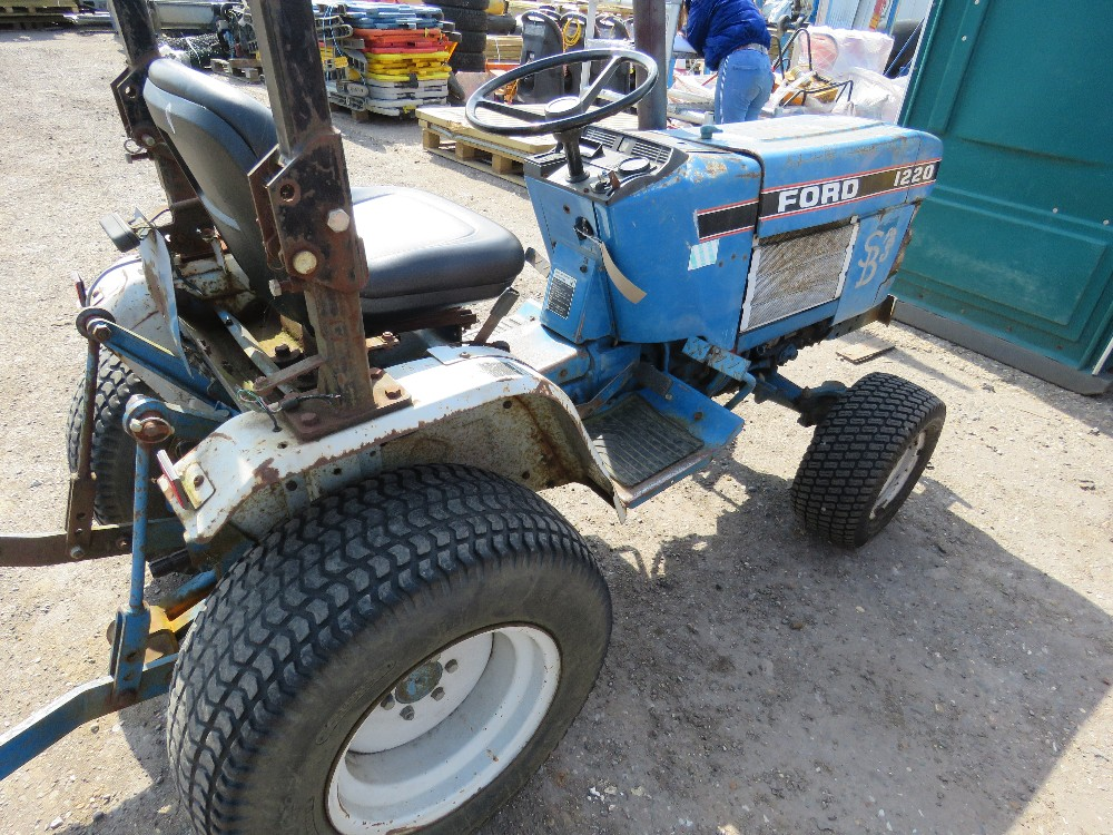 FORD 1220 4WD COMPACT TRACTOR WITH REAR LINKAGE HYDROSTATIC DRIVE - Image 4 of 5
