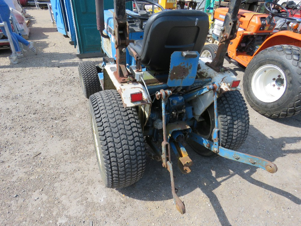 FORD 1220 4WD COMPACT TRACTOR WITH REAR LINKAGE HYDROSTATIC DRIVE - Image 3 of 5