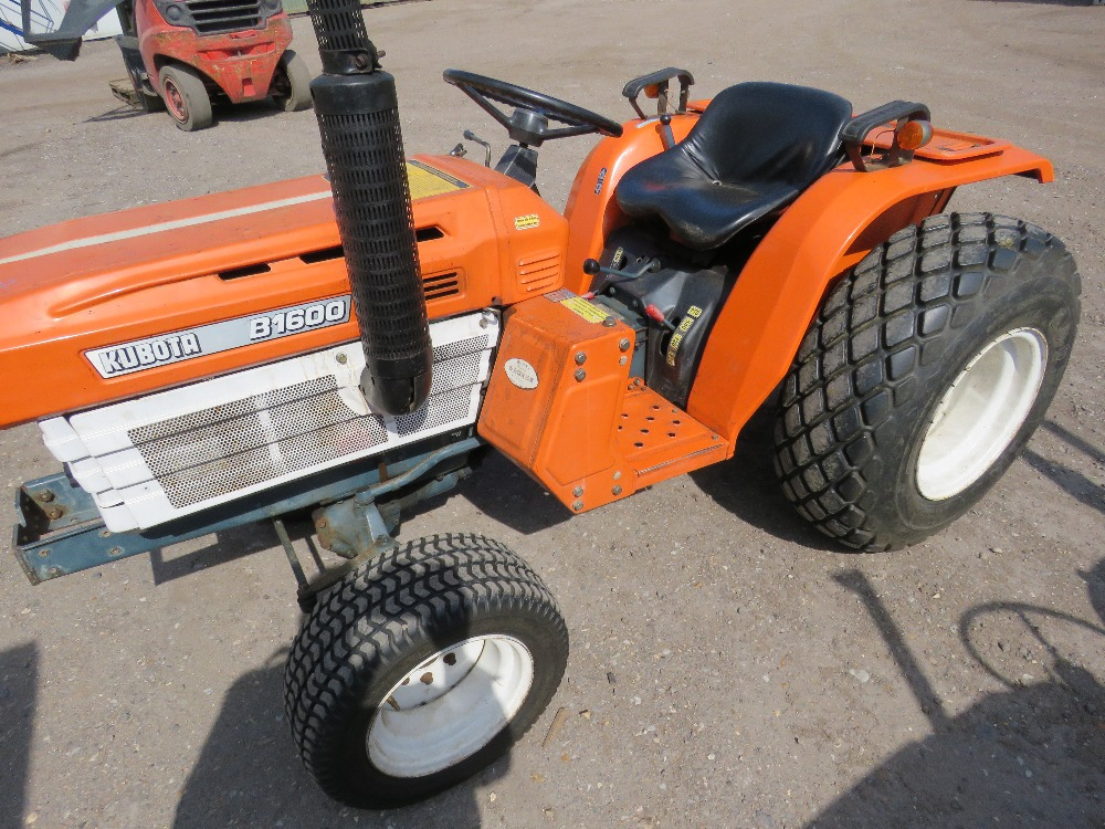 KUBOTA B1600 4WD COMPACT TRACTOR ON GRASS TYRES WITH REAR LINKAGE, NO VAT ON HAMMER PRICE