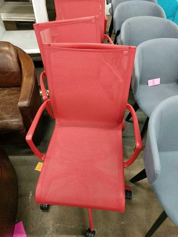 Lot 21 - Red Mesh Office Chair with Wheels