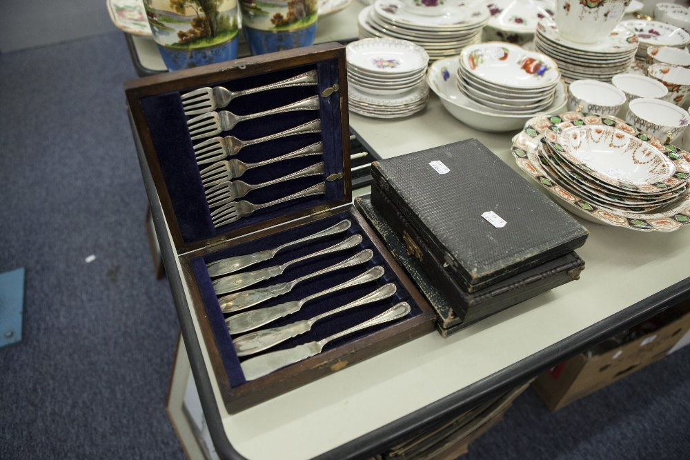 Lot 280 - AN OAK CASED SET OF SILVER PLATED FISH KNIVES AND FORKS, TWO OTHER BOXES WITH KNIVES AND FORKS AND