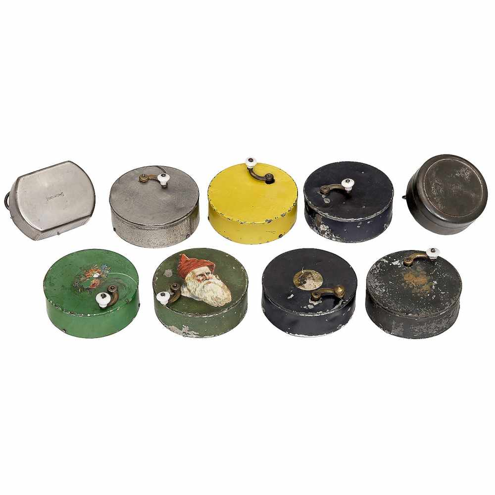 Lot 43 - 7 Manivelle Musical Boxes, early 20th CenturySingle-air movements in circular metal cases. - In