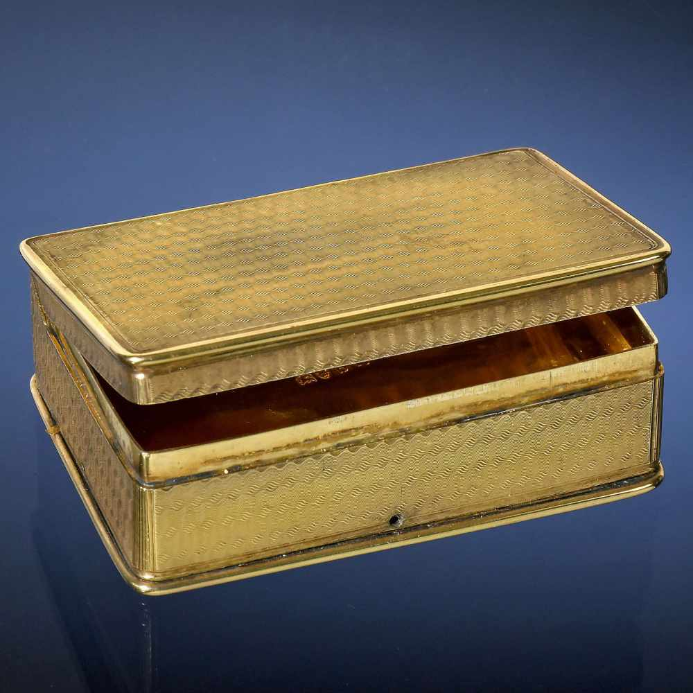 Lot 18 - Rare Large Sur-Plateau Musical Snuff Box, 1817Playing two airs, with 50 individual teeth playing