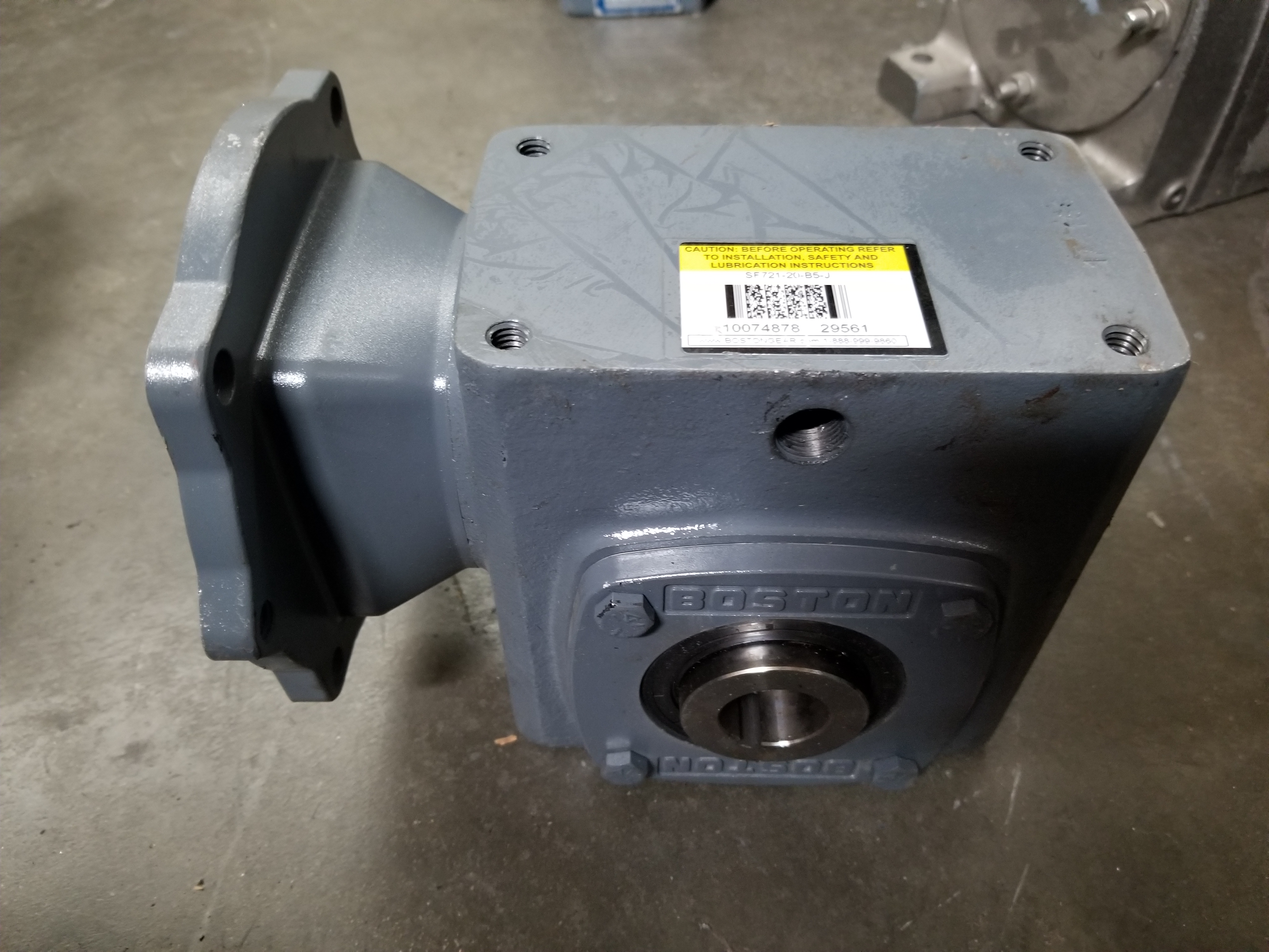 Lot 40 - BOSTON GEAR RIGHT ANGLE WORM GEAR SPEED REDUCER