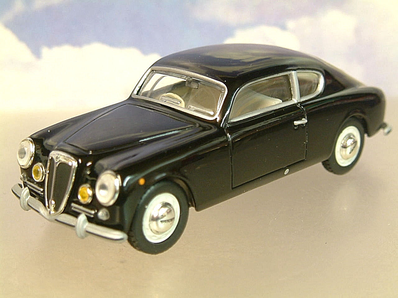 Lot 10359 - V Brand New 1/43 Diecast 1951 Lancia Aurelia Gran Turismo GT B20 - eBay Price £14.95