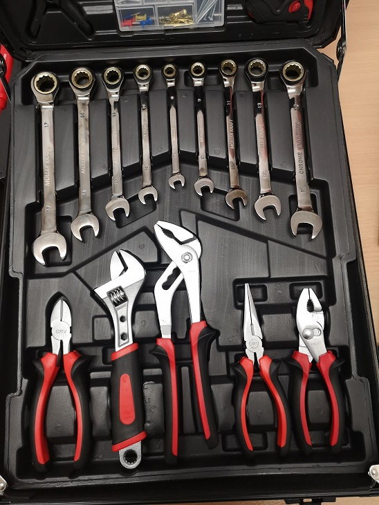 Lot 11770 - V Brand New 186pc (Minimum) Tool Kit In Wheeled Carry Case Includes Rachet Spanners
