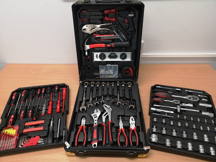 Lot 11774 - V Brand New 186pc (Minimum) Tool Kit In Wheeled Carry Case Includes Rachet Spanners