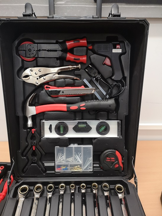 Lot 10093 - V Brand New 186pc (Minimum) Tool Kit In Wheeled Carry Case Includes Rachet Spanners