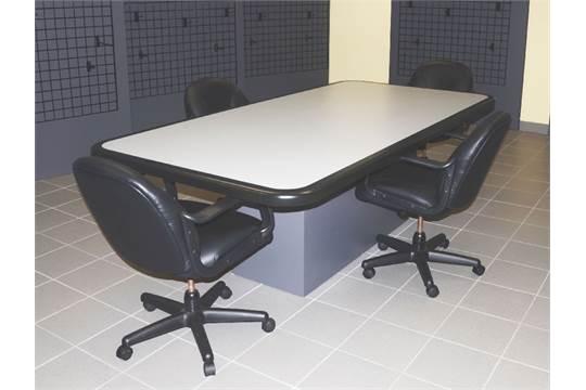 Table de salle de conf rence grise et noire avec 4 chaises - Chaises de couleurs ...