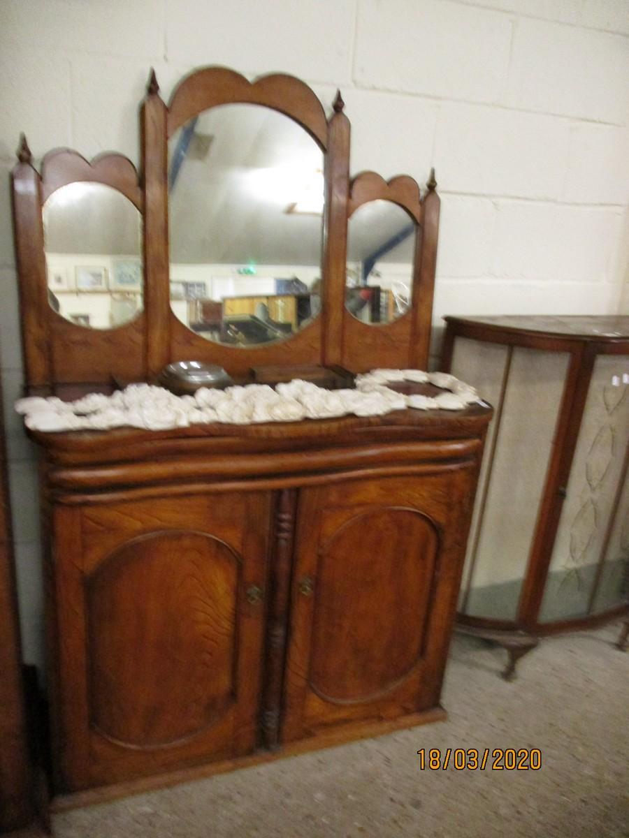 Lot 13 - GOOD QUALITY ELM SERPENTINE FRONTED CREDENZA WITH TRIPLE MIRRORED BACK WITH SINGLE DRAWER OVER TWO