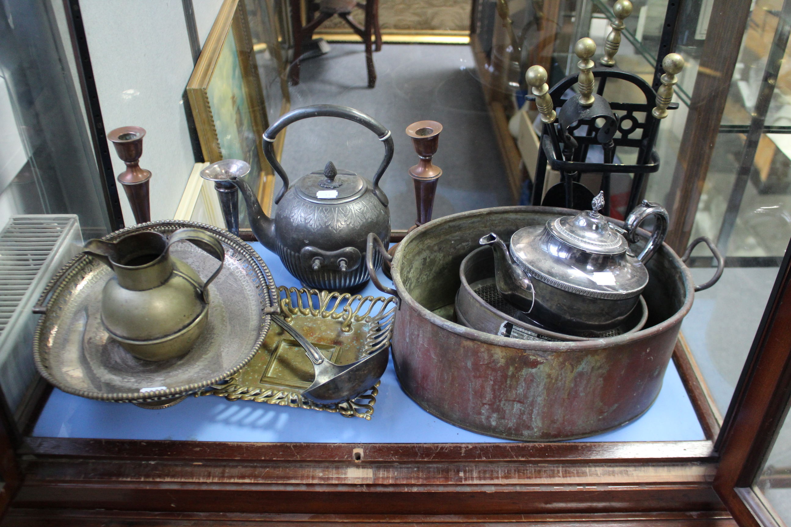 Lot 13 - Various items of platedware & metalware.