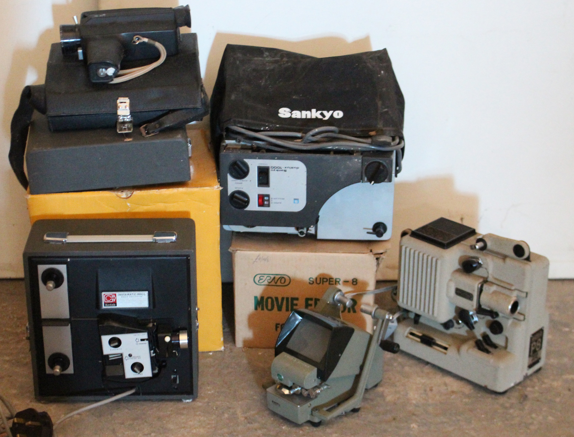 Lot 43 - A Kodak movie projector, boxed; & various other accessories.