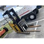 YALE NDR030AENM24TE095 REACH TRUCK / FORKLIFT - ELECTRIC / 3000LB CAPACITY / YELLOW / SERIAL No.