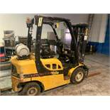 YALE GLP050VXNGSE084 FORKLIFT - LPG / 5000LB CAPACITY / 3-STAGE / YELLOW / 10,326 HOURS / SERIAL No.