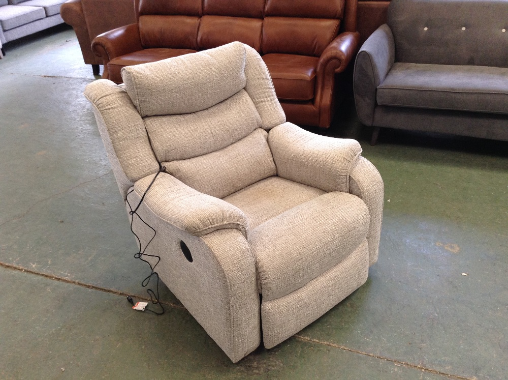 Lot 39 - GREY PATTERNED ELECTRIC RECLINING CHAIR (TROO1607-
