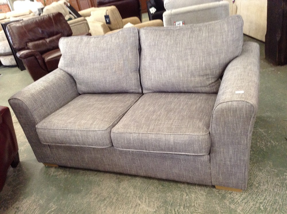 Lot 59 - GREY PATTERNED 2 SEATER SOFA (TROO1593-WOO579706)