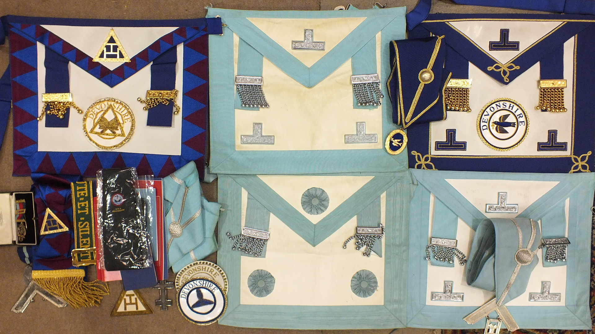 Lot 184 - Masonic, a Province of Devonshire Deacons undress apron, collar and jewel, together with a