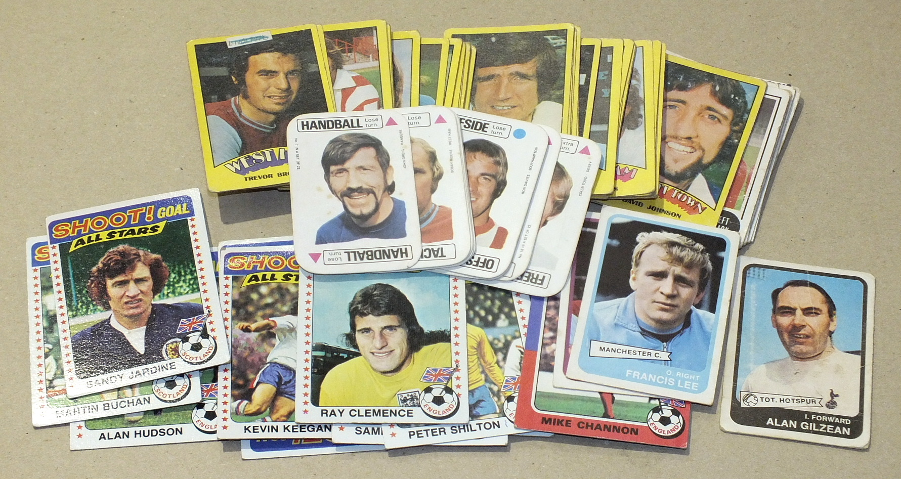 Lot 76 - Topps Chewing Gum Inc, 1976 Footballers (blue back), 261/330, other part-sets of Footballers, A & BC
