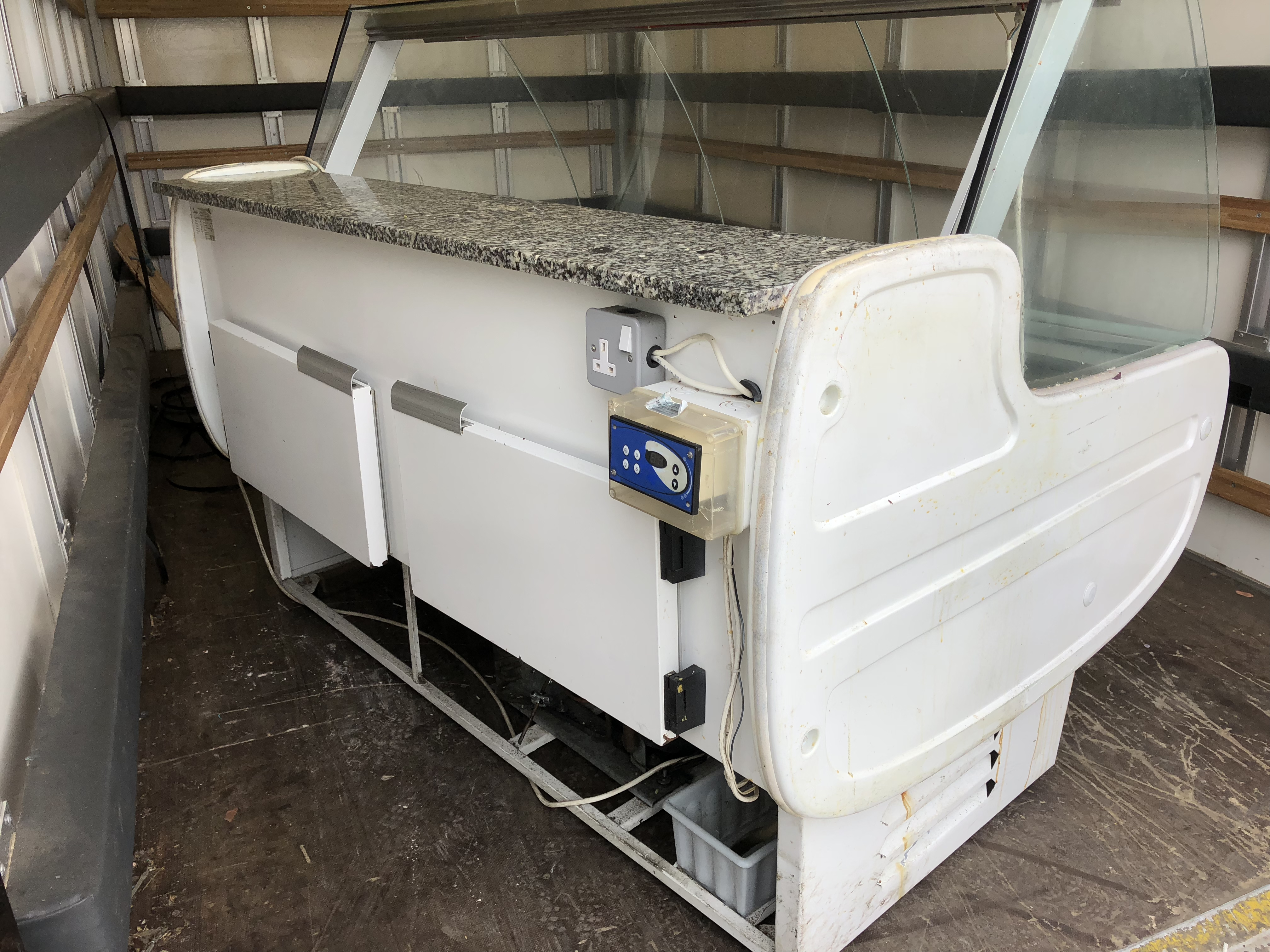 Lot 2 - Refrigerated Serve Over Counter 1500 mm Long