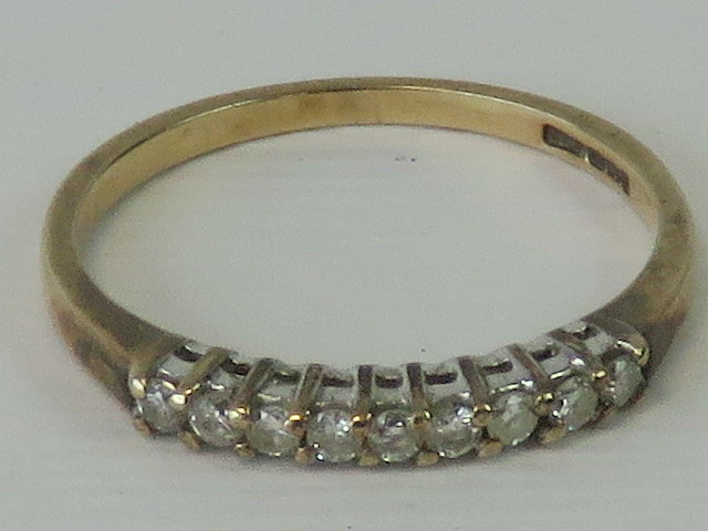 Lot 103 - A 9ct gold and diamond ring,