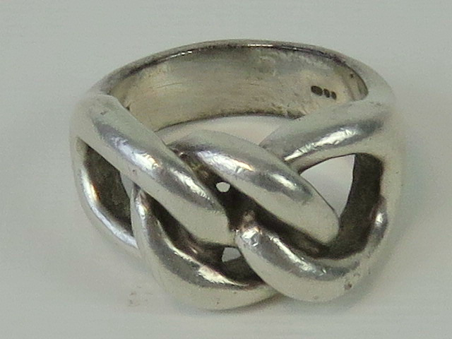 Lot 132 - A heavy HM silver chain link ring, London hallmark, size P-Q.