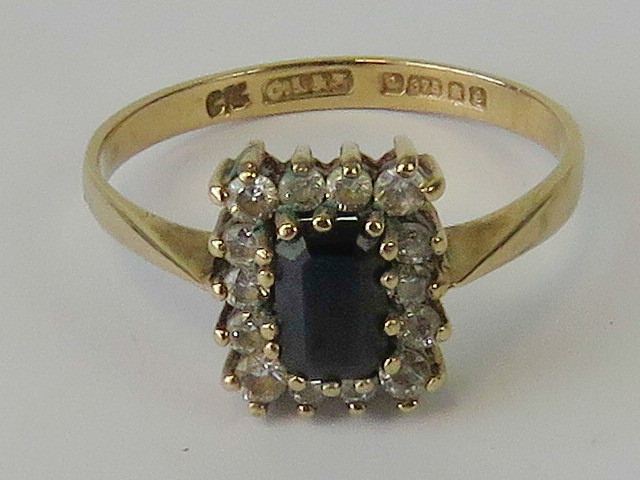 Lot 107 - A 9ct gold sapphire ring,