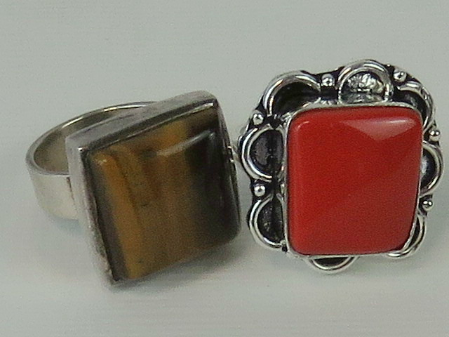 Lot 140 - A 925 silver ring set with square tigers eye cabachon, size K-L,