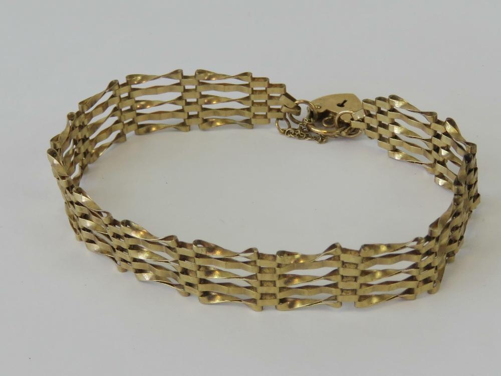 Lot 131 - A 9ct gold five bar gate link bracelet having heart padlock clasp, hallmarked 375, 6g.
