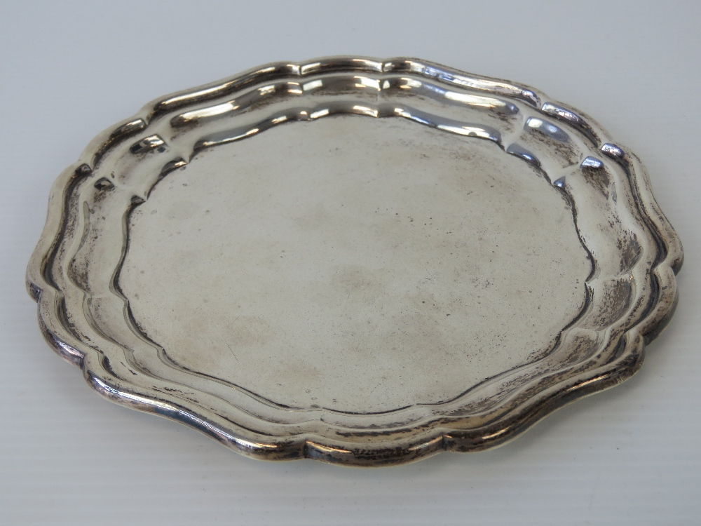 Lot 2 - A HM silver card tray made by J Collyer Ltd, hallmarked Birmingham 1934, 15cm dia, 3.95ozt.